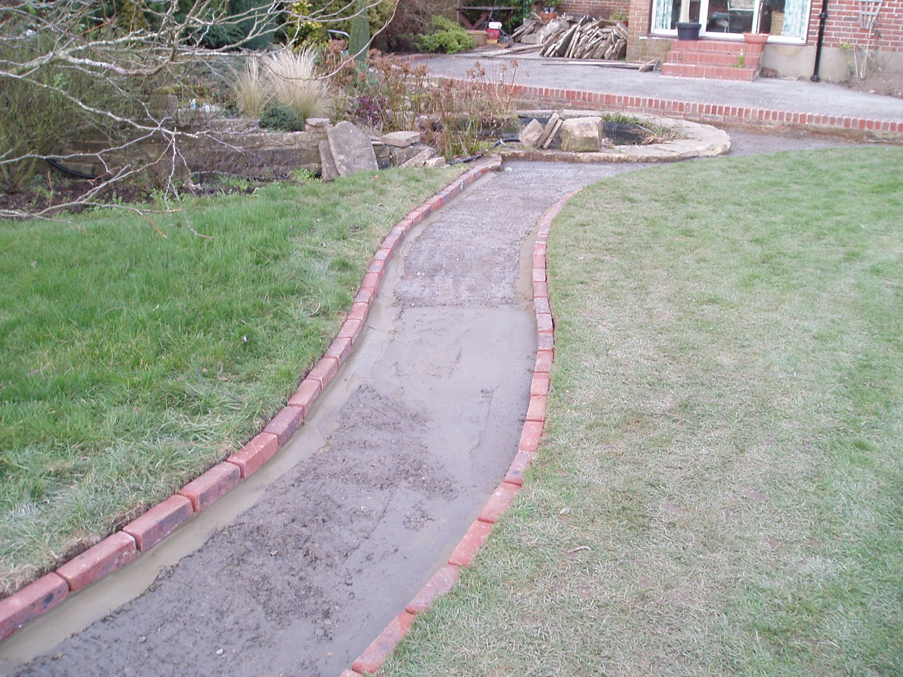 Wickham hill hurstpierpoint all gardens great and small for Brick sidewalk edging